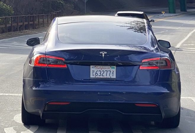 "Tesla Model S ""Refresh"" detected with Plaid-style widebody and new wheels close to HQ"