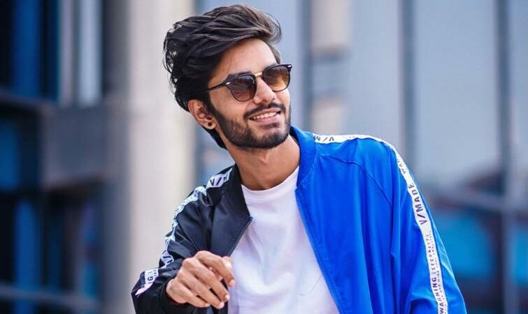 Youtuber, influencer and Tiktok star Ayush yadav crossed 1 million on instagram
