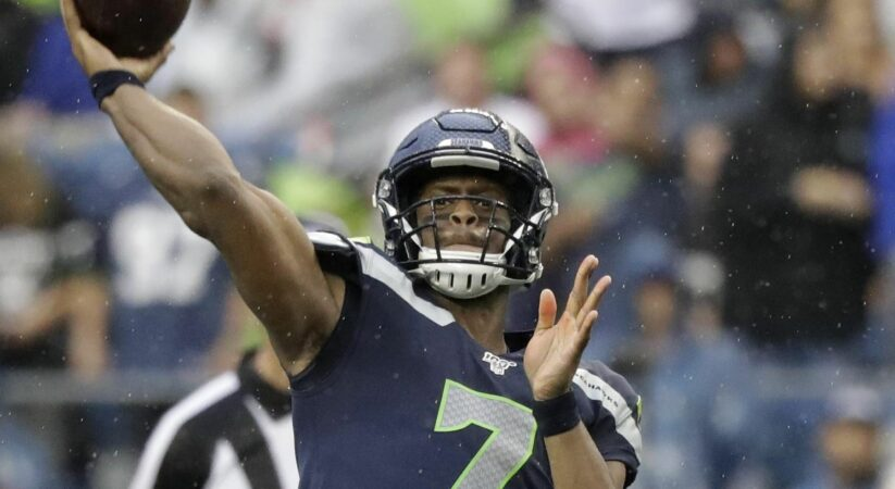 Seahawks re-sign backup quarterback Geno Smith
