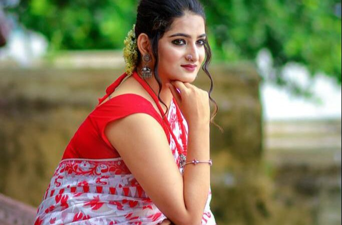 """Meet """"Srijita Mitra"""" The New Show Stopper in the Hearts of Kolkata with her Innovative Fashion Ideas!"""
