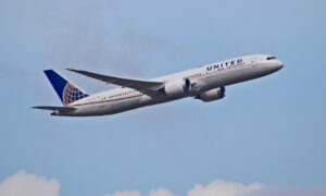 United Airlines empties plane prepared for take-off after various travelers get an ominous text message